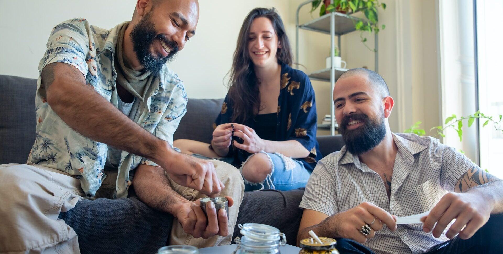 compartir marihuana etiqueta cannábica